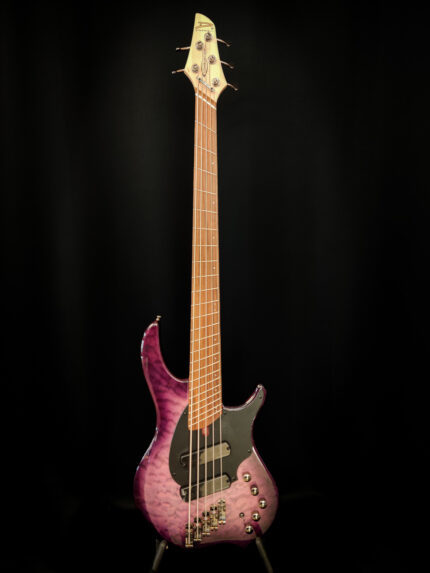 Dingwall Combustion Ultraviolet 5-kielinen basso.